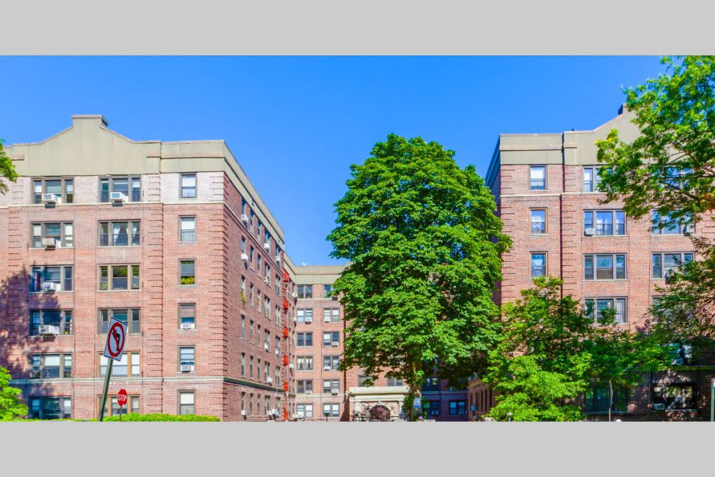 A photo of the front of the Henry Hudson Apartment building