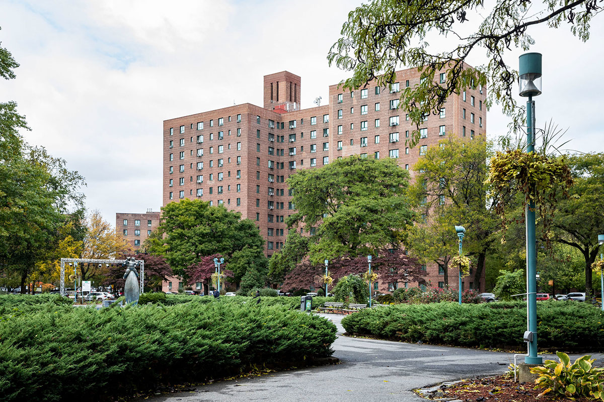 The massive Parkchester complex had affordable one-bedrooms available, but no laundry room on site.