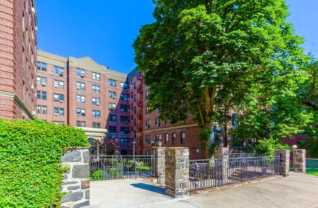 A photo of the front entrance at the Henry Hudson Apartment building